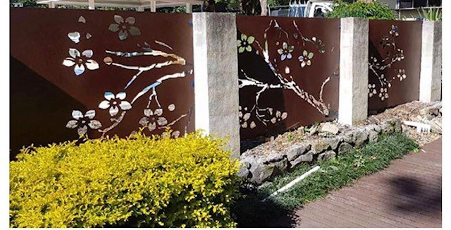 DECORATIVE SCREEN TREE DESIGN